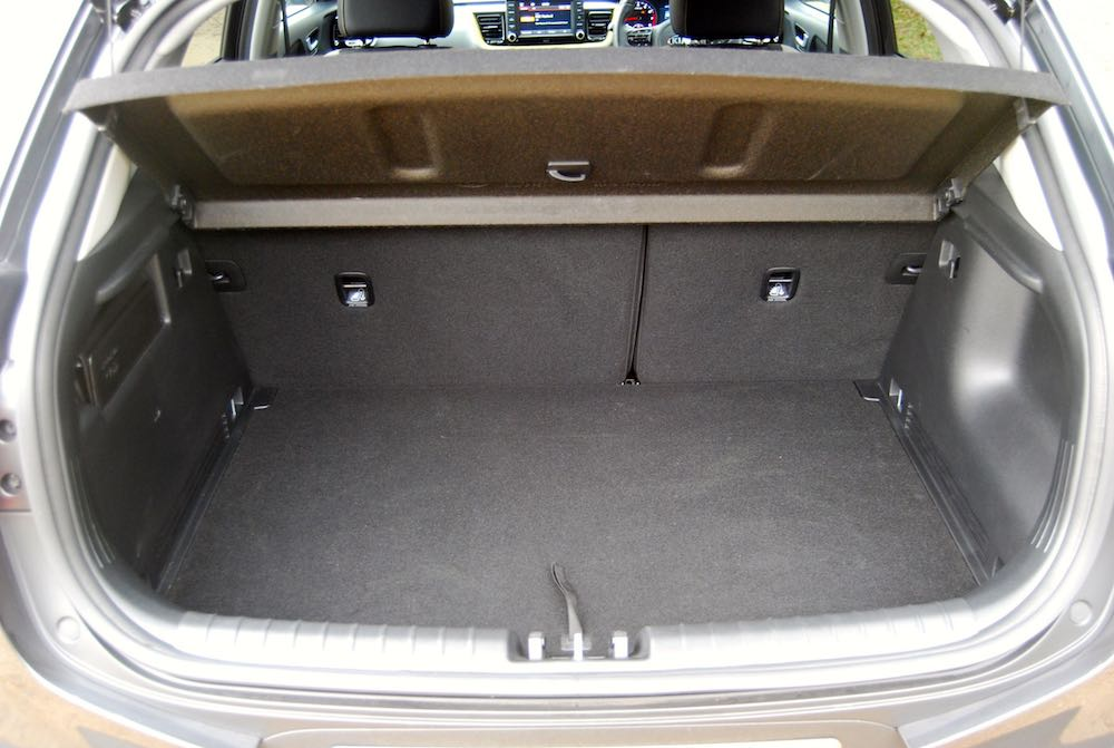 kia stonic boot trunk