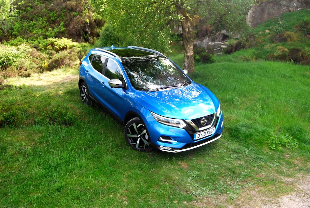 nissan qashqai blue front side high