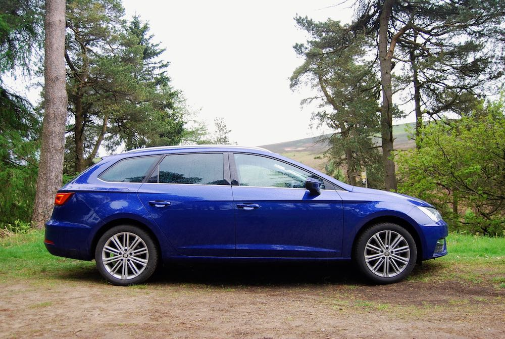 seat leon st blue side
