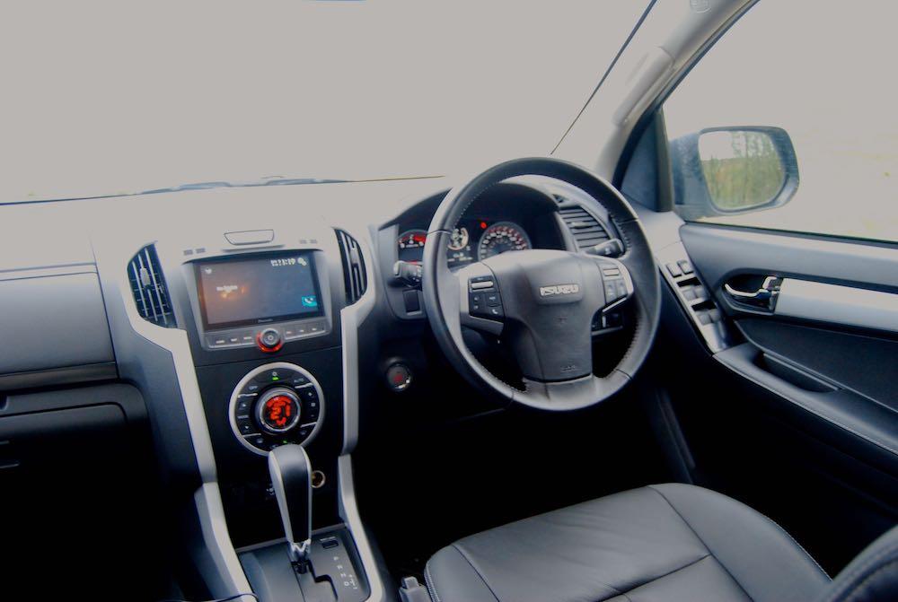 isuzu d-max utah interior cabin review roadtest