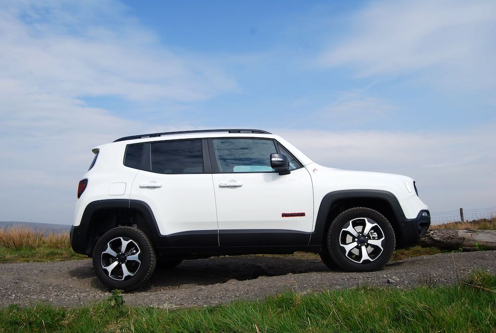 2019 Jeep Renegade Trailhawk white side review roadtest