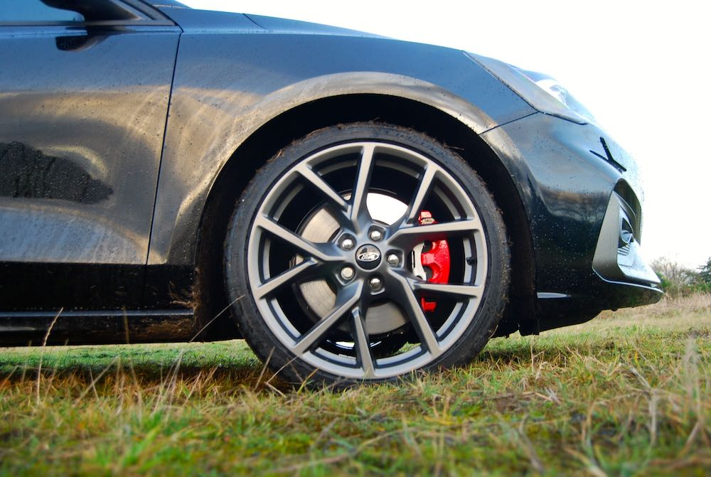 2020 ford focus st 19 inch wheel review roadtest