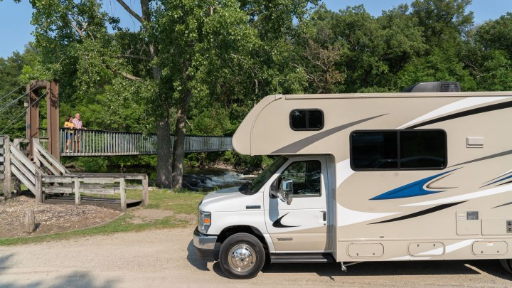 """Popular Late-Night Host Calls His New RV a """"Piece of Junk"""""""