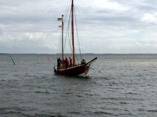 Tysk drivkvase ankommer til Dybvig Havn. Foto: Svend Aage Christensen