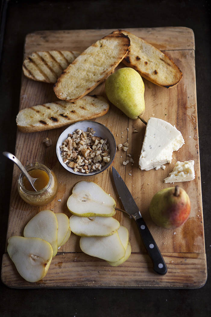 pear-tartines-pears-blue-cheese-honey-walnuts
