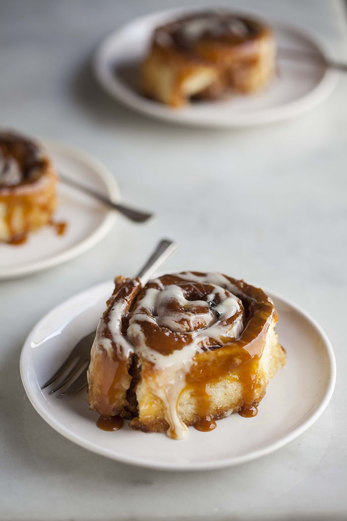 hot cross cinnamon sticky buns