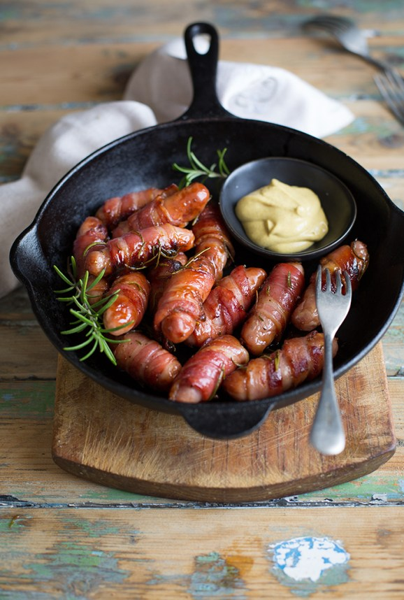 Bacon wrapped sausages with rosemary and honey