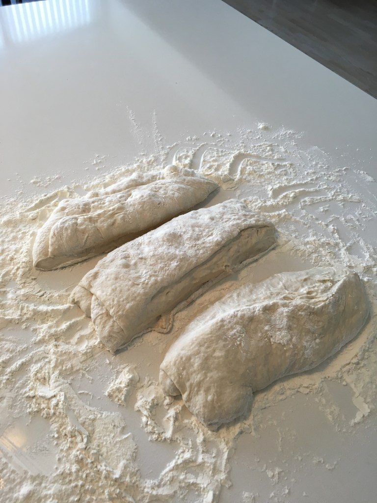 ciabattabrød ciabatta italiensk brød italienske ciabattabrød med store huller opskrift på