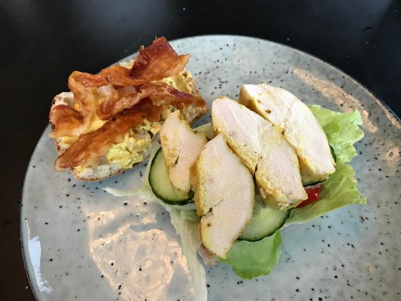 Brød med salat, bacon og kylling opskrift Club sandwich med kylling og karrydressing clubsandwich sådan laver du lave din egen lækker lækre sandwich med kylling ciabatta ciabattabrød