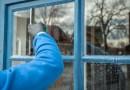 Gode tips til vinduespudsning. Brug f.eks. vand fra tørretumbleren og undgå striber