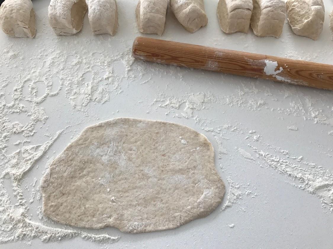naanbrød med hvidløg naan hvidløgsnaan indisk brød opskrift på hjemmelavede hvidløgsnaanbrød nanbrød
