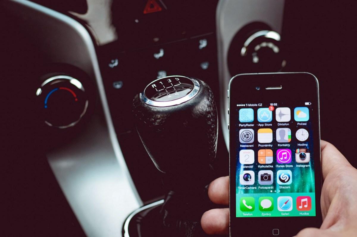 Er du på udkig efter en god løsning på håndfri telefoni til bilen?