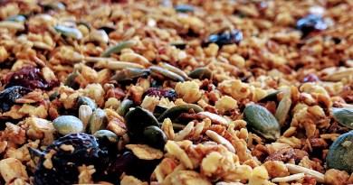 havregrynscrunch havregrynsmysli havregryn crunch af hjemmelavet mysli honningristet havregryns crunch smør græskarkerner solsikkekerner opskrift sådan laver du hvordan havregryn koldskålscrunch drys krunch mandler græskarkerner solsikkerkerne god bedste