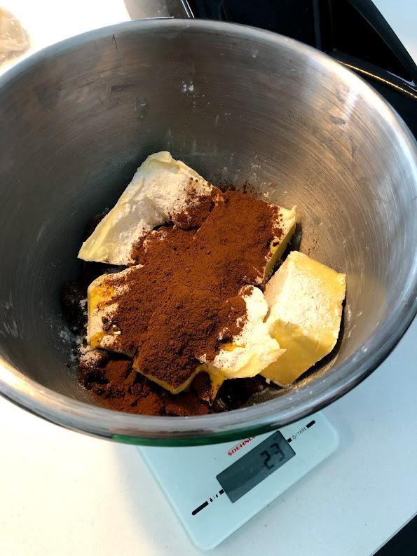 kanelstang opskrift på hjemmebagt kanelstænger remonce kanel brun farin creme kagecreme