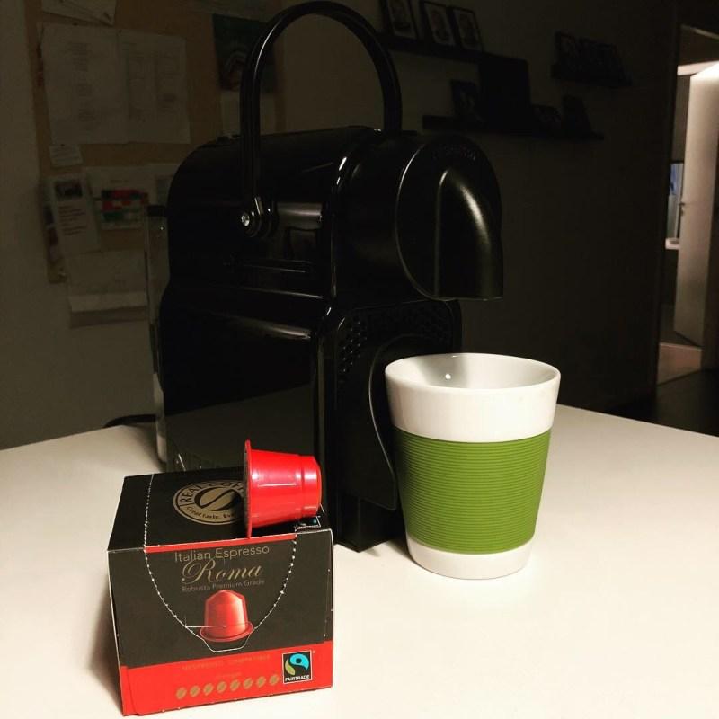 test af real coffee hvordan er de I forhold til nespresso kaffe kapsler alternativ til nespresso kaffekapsler hvad er indeni inden i kaffekapsel kaffeekstrakt væske eller