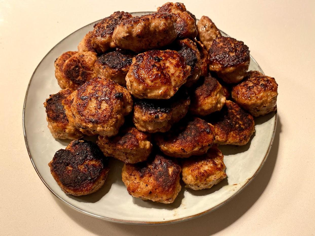 opskrift frikadeller frikadelle frikadelleopskrift med havregryn mel mælk æg i frekadeller stegt peber kalvekød svinekød hakket