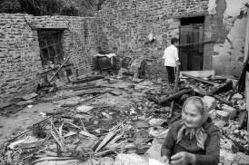 Mệ Bướm trên nền nhà đổ nát sau bão Mrs. Buom on the ruins of her house