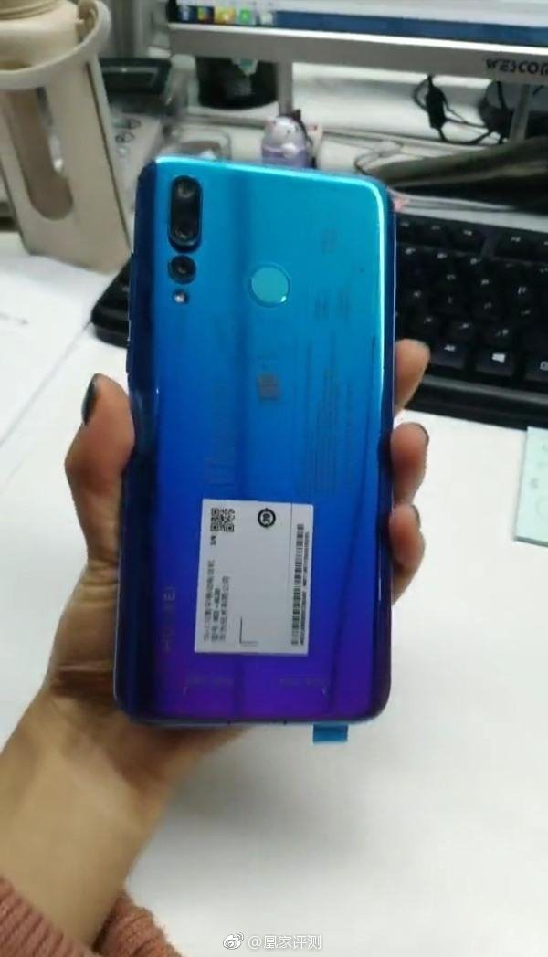 Huawei Nova 4 with display hole shows up in hands-on images 2