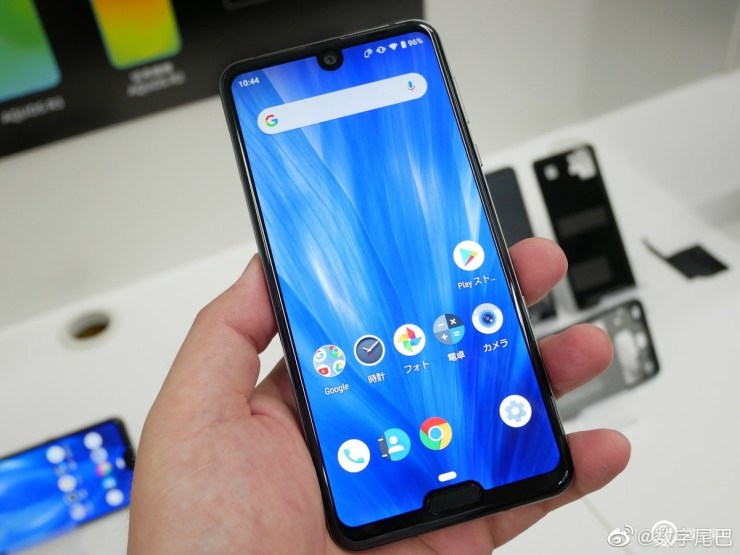 Sharp Aquos R3 has a 120Hz display with two notches 3