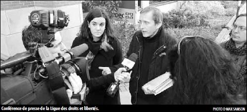 Sébastien Harvey, de la LDL, parlant à une équipe d'un média télévisé. On voit aussi François C. Couillard, collaborateur de Droit de parole.