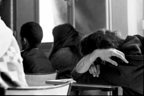 Jeunes pendant une JDC. Temps de projection du film de présentation des dispositifs d'insertion. © Virginie de Galzain