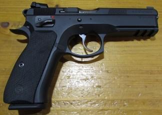 Pistolet Semi auto CZ 75 SP01 Shadow avec mallette et 2 chargeur supplementaires super etat