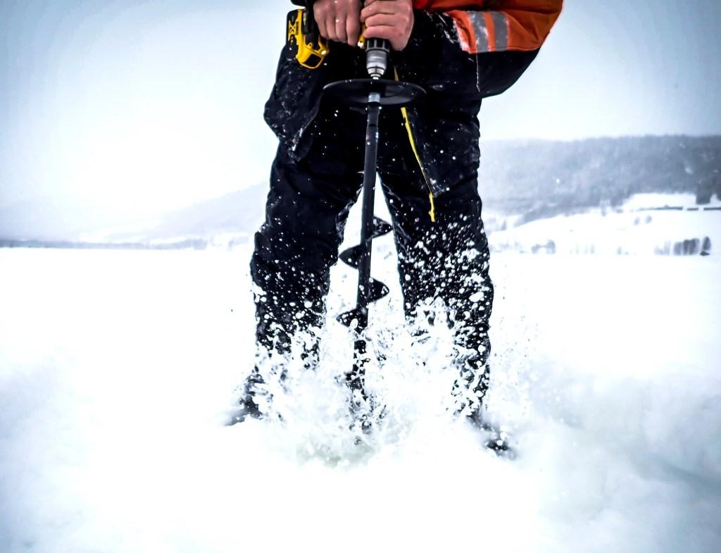 Rödingfiske i Jormvattnet. Foto Anders Lundin
