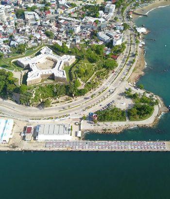 Parque de la Reina, el fuerte de San Diego y el muelle de Acapulco