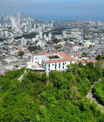 Vista aérea del cerro de la Popa en Cartagena