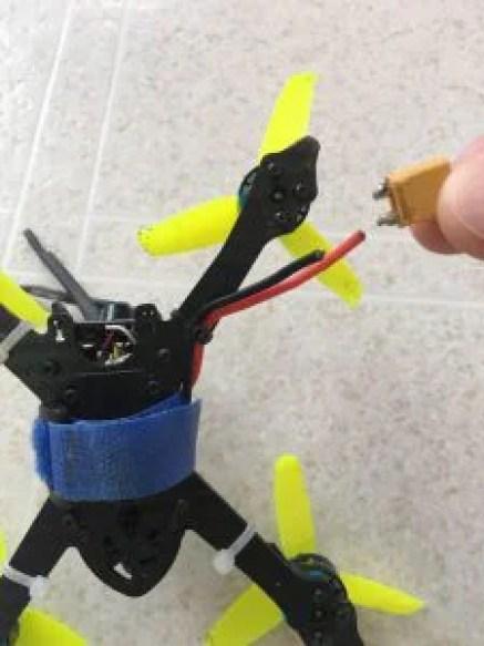 バッテリー赤側ケーブルの切断