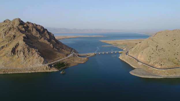 The Darband-i Rania pass from the northeast: the site of Qalatga Darband is the triangular spit of land beyond the bridge on the right