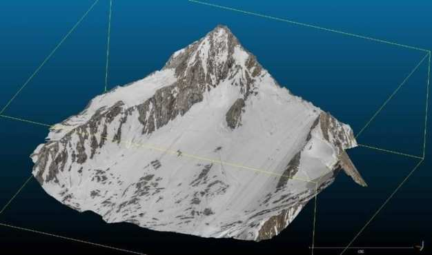 Photorealistic 3D photogrammetry model of Austrian glacierKitzsteinhorn (altitude: 3 200m; area: 2.8km²) using PSK; total flight time for mission: 17 min.
