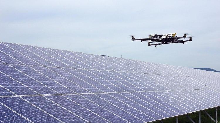 foto: Inspectie en controle van zonnepaneel