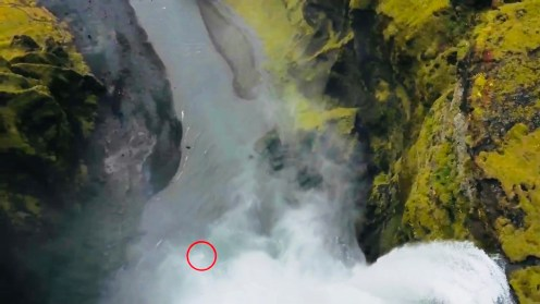 Phantom 4 falls to its death into the Skógafoss Waterfall, Iceland [video]