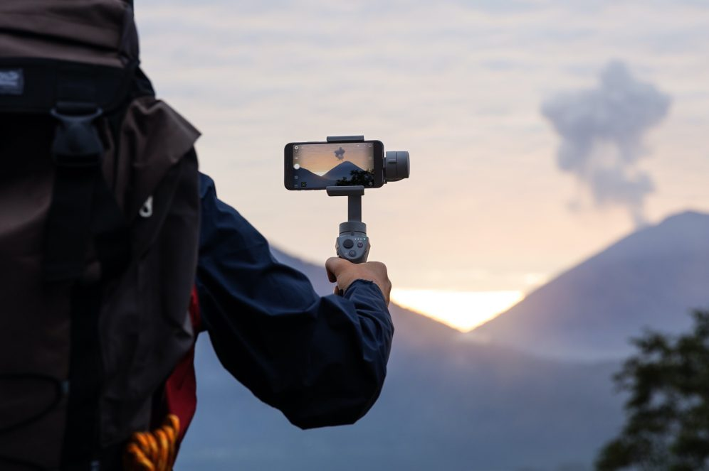 DJI reveals new Osmo Mobile 2 gimbal stabilizers ahead of CES 2018 0020