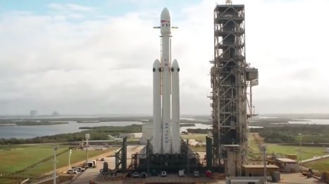 Drone video shows SpaceX's Heavy launch vehicle at Launch Complex 39A 8