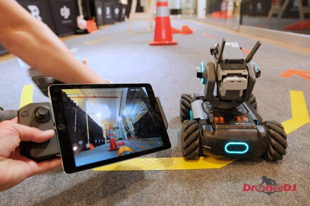 Кантролер DJI RoboMaster S1 і iPad