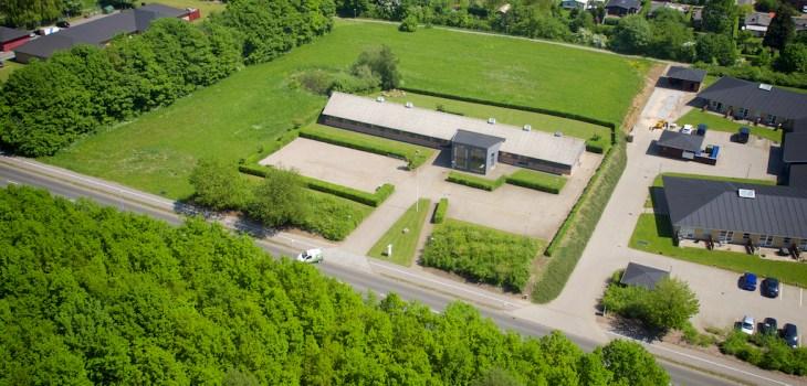 Dronefoto taget af Dronefyn for kunde på Ryttervej 49 flot erhvervsejendom