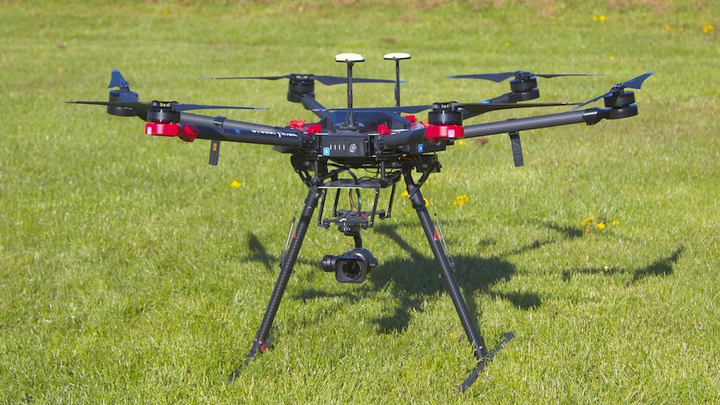 Billede af vores DJI Matrice Pro 600 med andet kamera