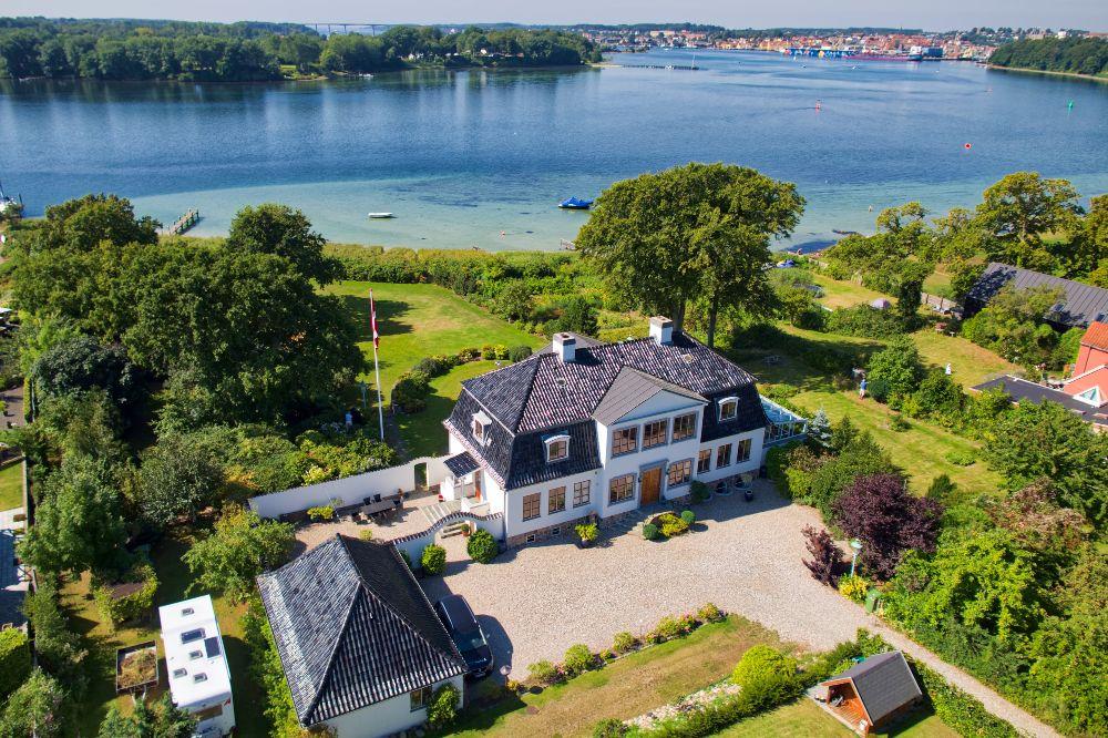 Drone foto af libhaver bolig i Svendborg
