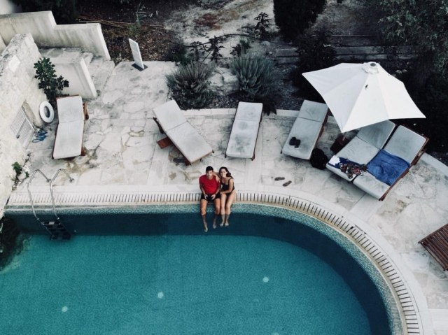 This is a photo from the drone photography bible website. The article is a review of the dji mavic air. This photo is of an pool from above by a mavic air