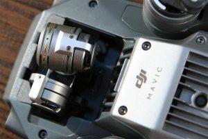Nahaufnahme der Unterseite des 3-Achsen Gimbal auf der Mavic Pro