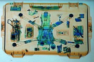 Drohne im Flugzeug mitnehmen - Röntgenbild