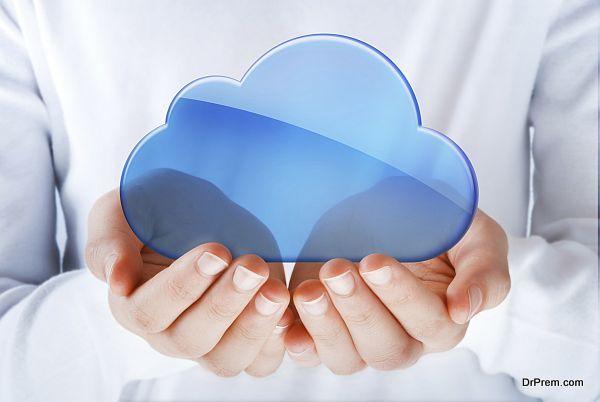 hands exhibiting the cloud computing symbol