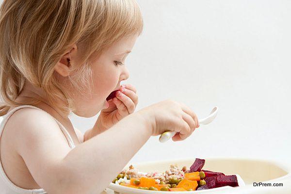 kid eating healthy