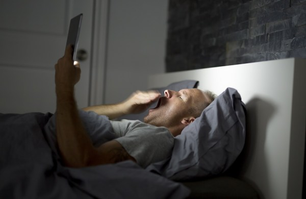 avoid using blue light devices before sleep