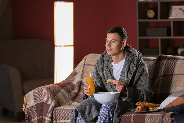 late night snacking a barrier to healthy eating