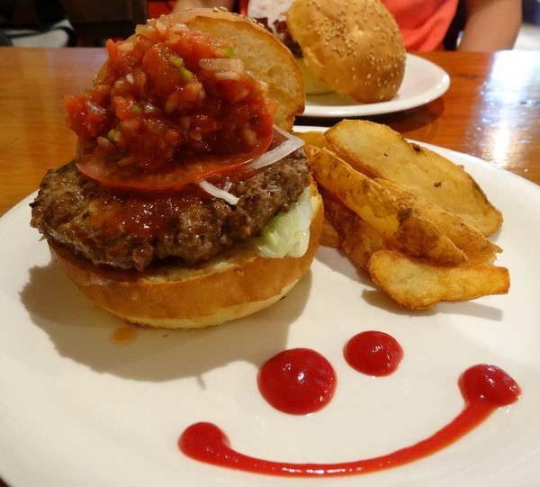美味到流汁–那霸國際通zooton's美式漢堡