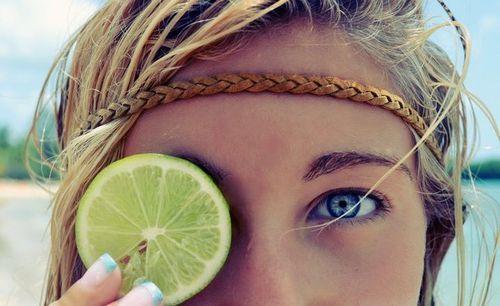 El limón y la manzanilla no cambian el color de los ojos