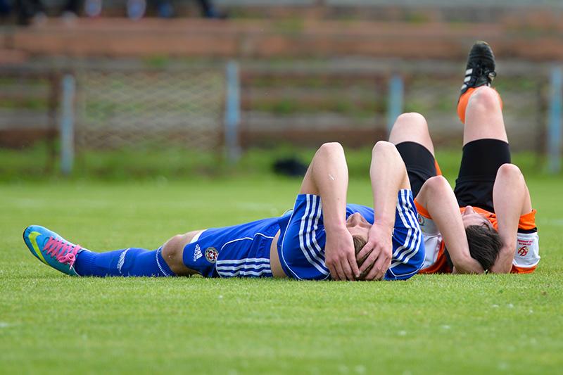 Plusieurs médecins de la Premier League ont demandé à la FIFA de modifier le règlement du football pour pouvoir mieux diagnostiquer les commotions cérébrales.